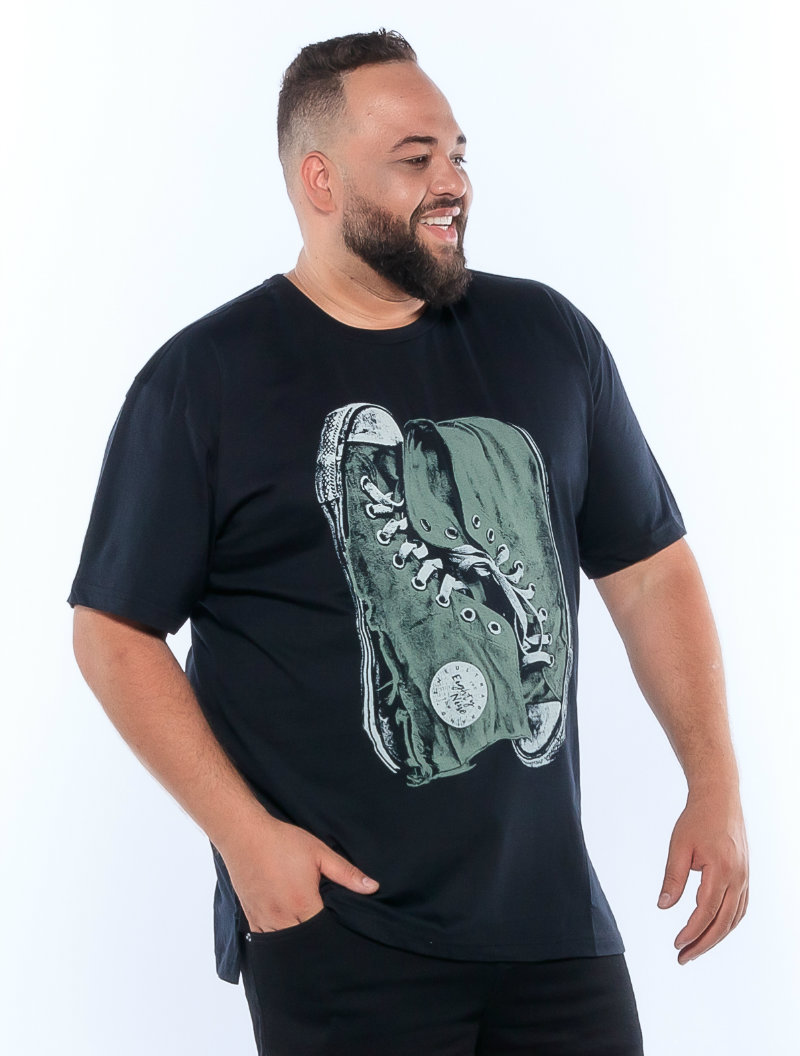 Camiseta plus size estampa Shoes Preta