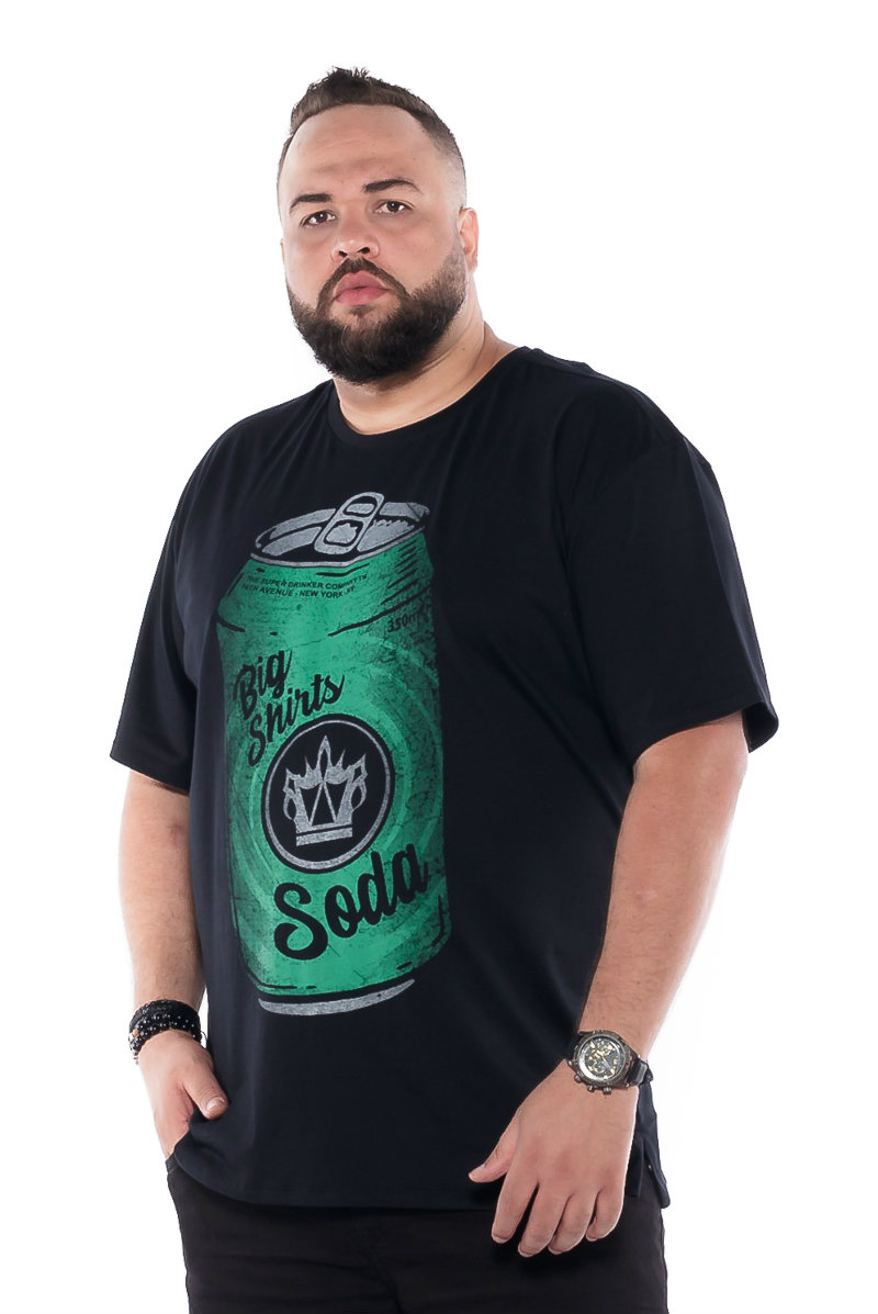 Camiseta plus size estampa Soda Preta