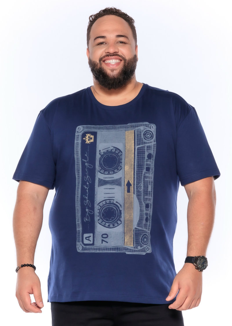 Camiseta plus size estampa Tape Azul Marinho
