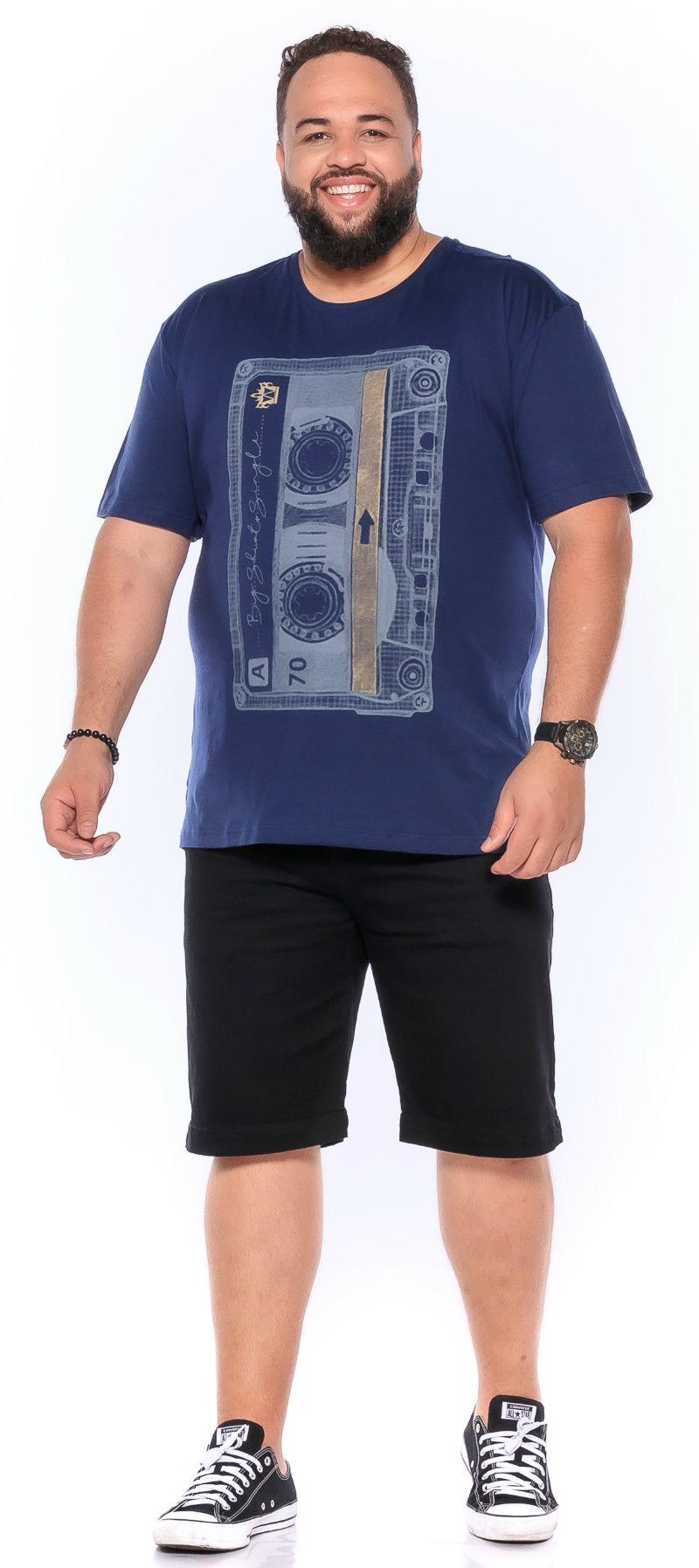 Camiseta plus size estampa Tape Azul Marinho