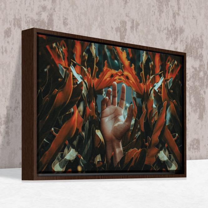 Quadro Mão e Flores - Moldura Canaleta