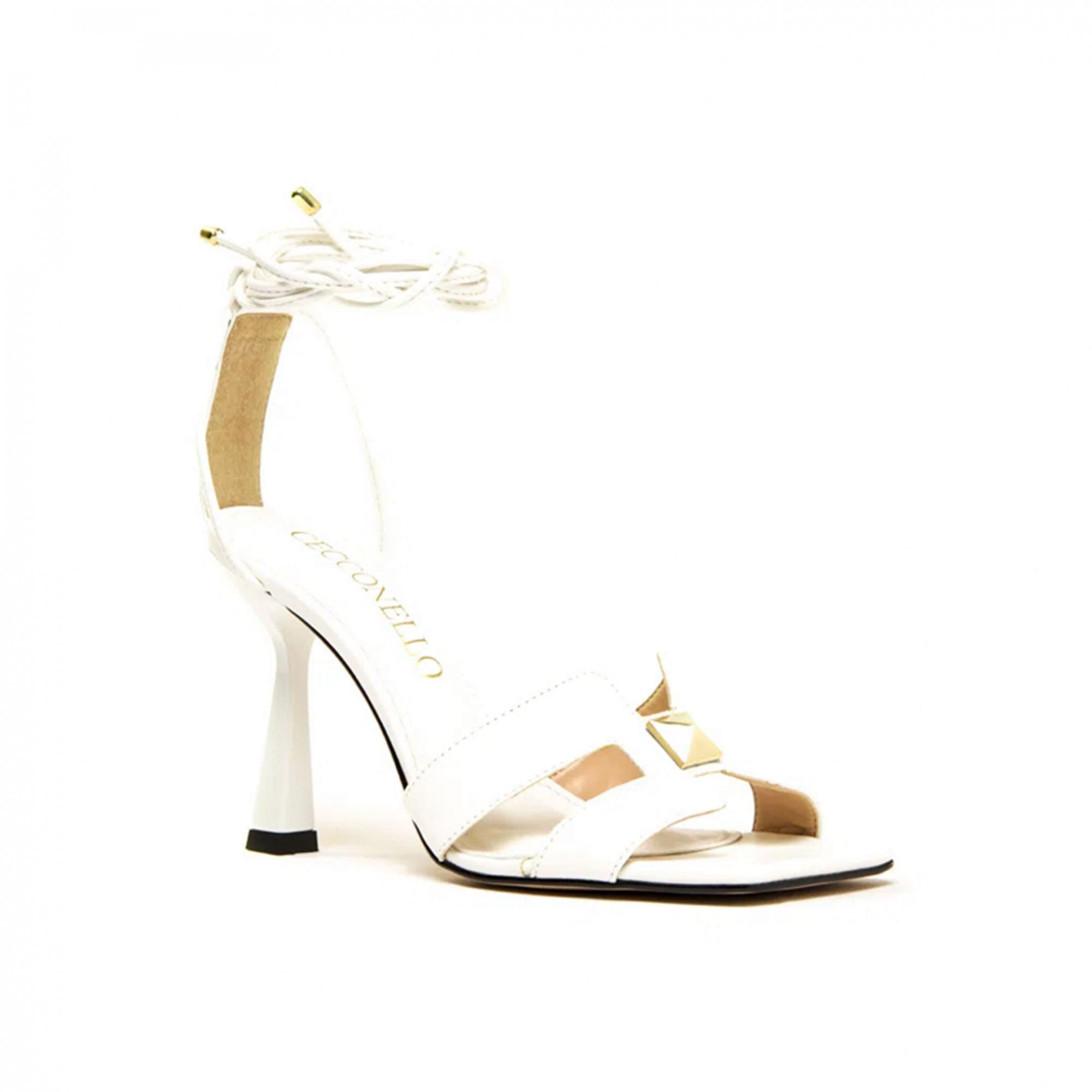 Sandália Cecconello Soft Branco com Enfeite Ouro Salto Alto Fino 09cm