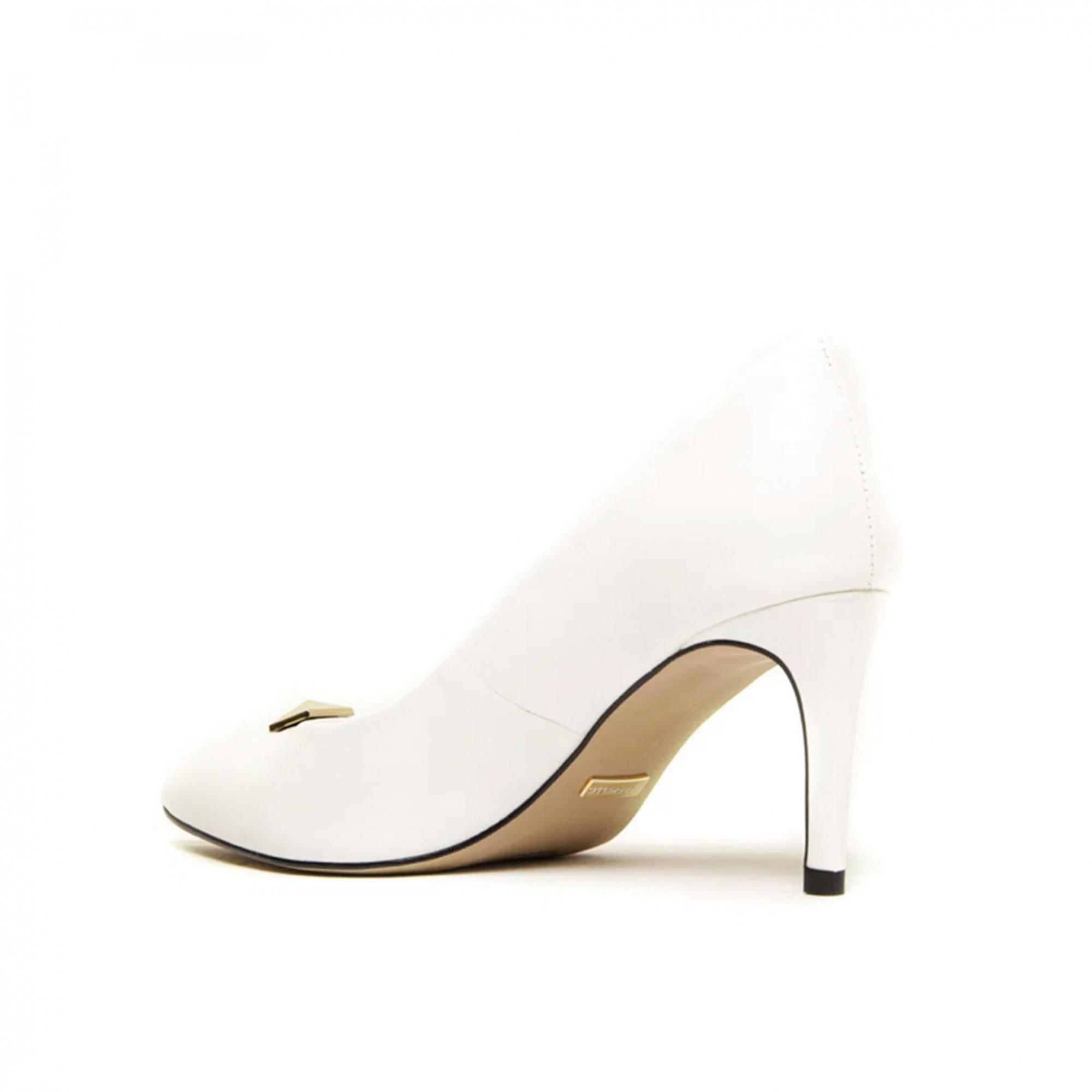 Scarpin Cecconello Soft Branco Enfeite Ouro Salto Médio Fino 7,5cm