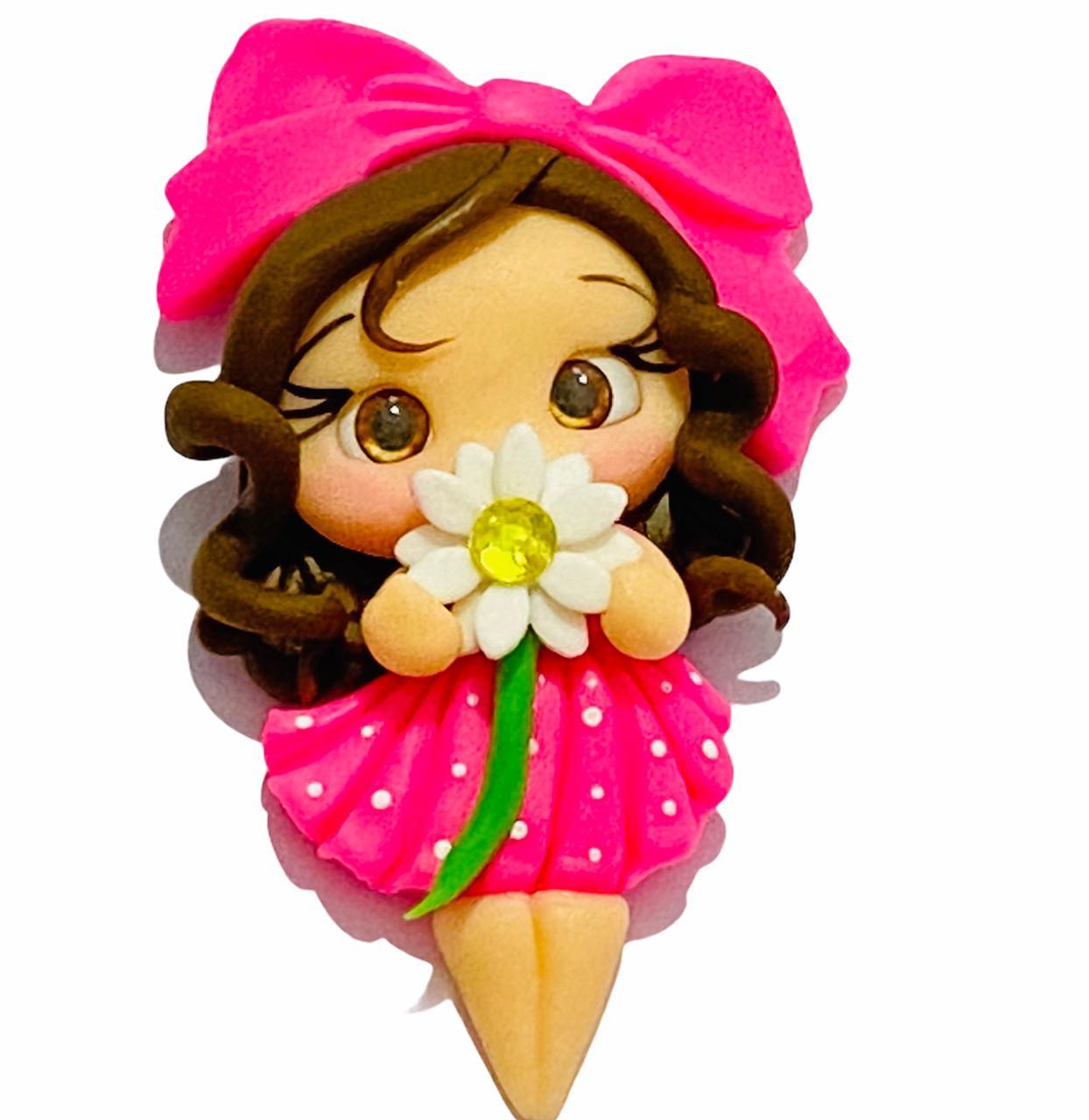 Aplique de Biscuit Menina Florzinha (Cabelo cacheado castanho)