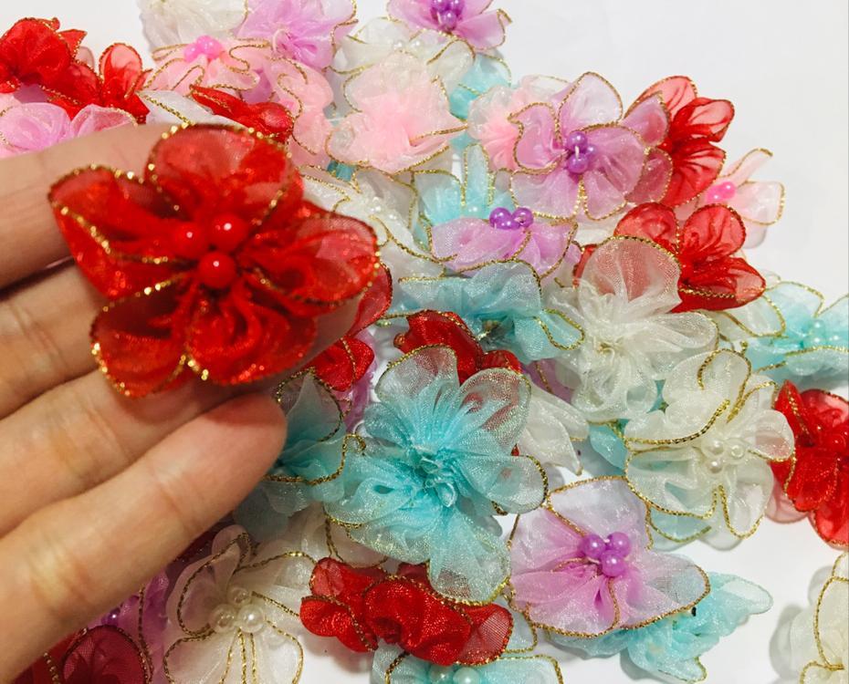 Flor de Organza com Pérolas com Borda de Lurex