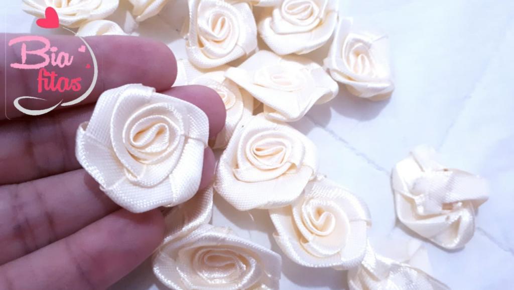 Flor Rococó Creme 09*