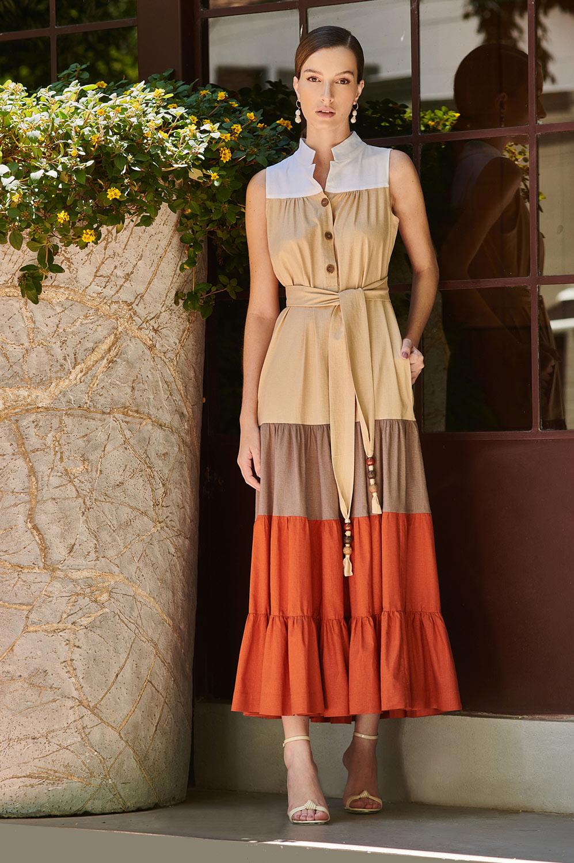 Vestido color viscolinho botões de madeira e faixas com ponteiras