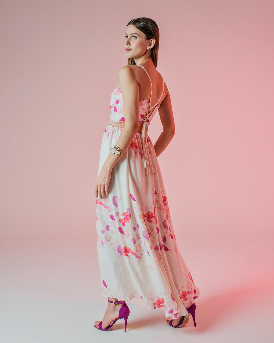 Vestido com estampa de pétalas e bordado festonê