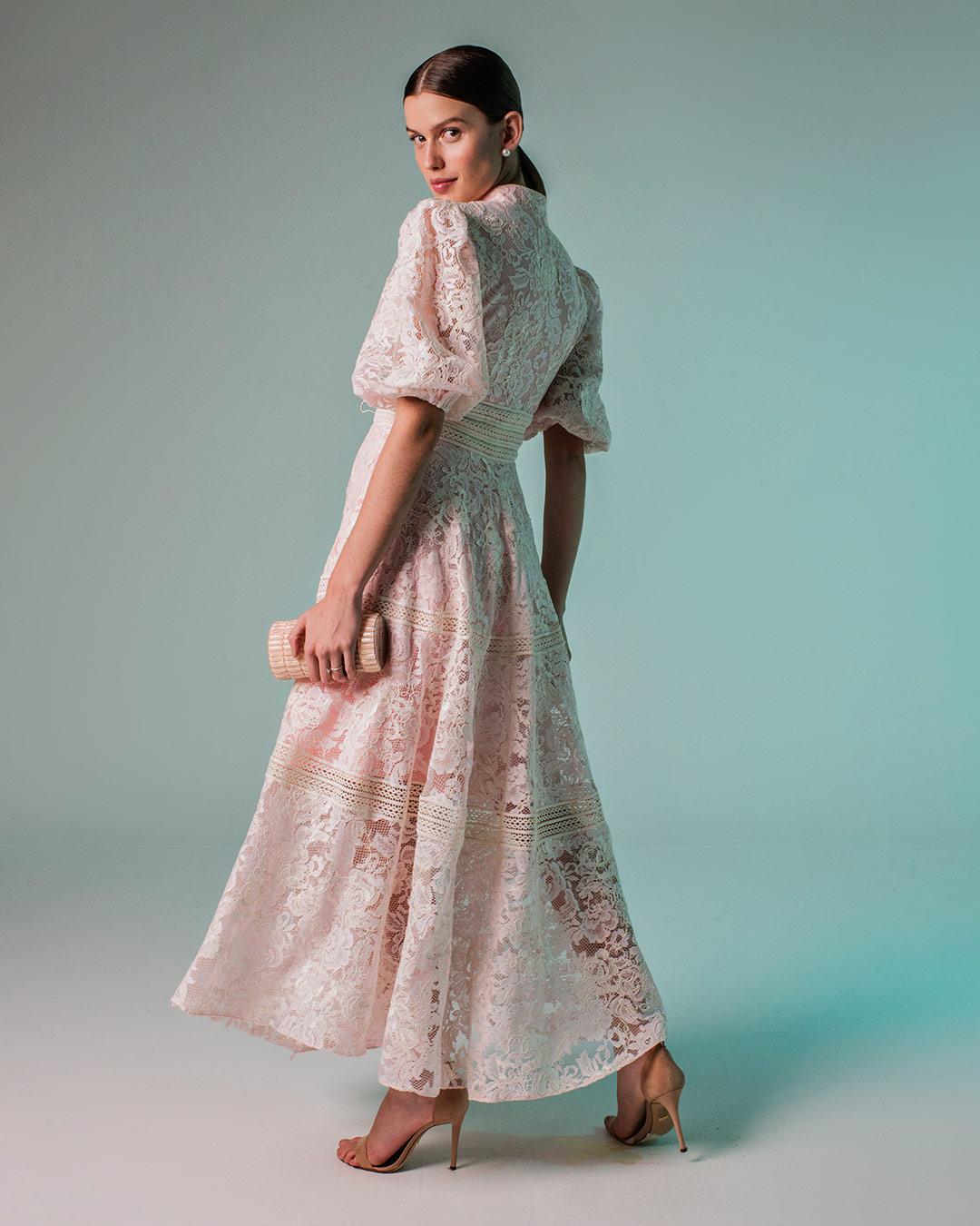 Vestido de renda cordonê com mangas bufantes