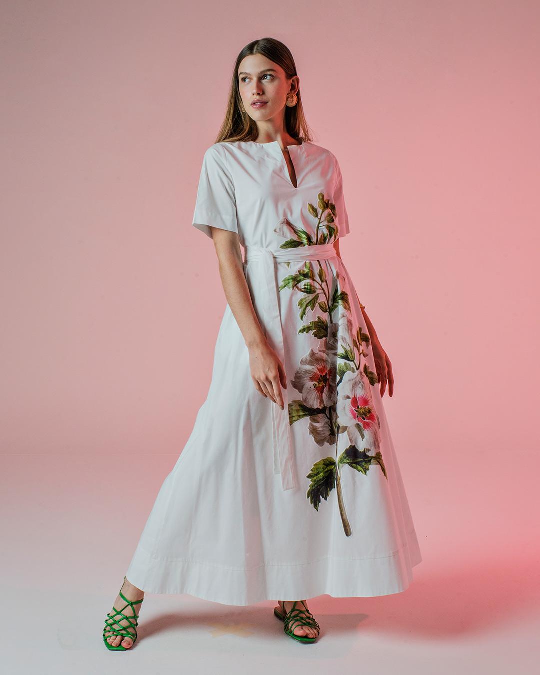 Vestido longo em tricoline com flores aplicadas
