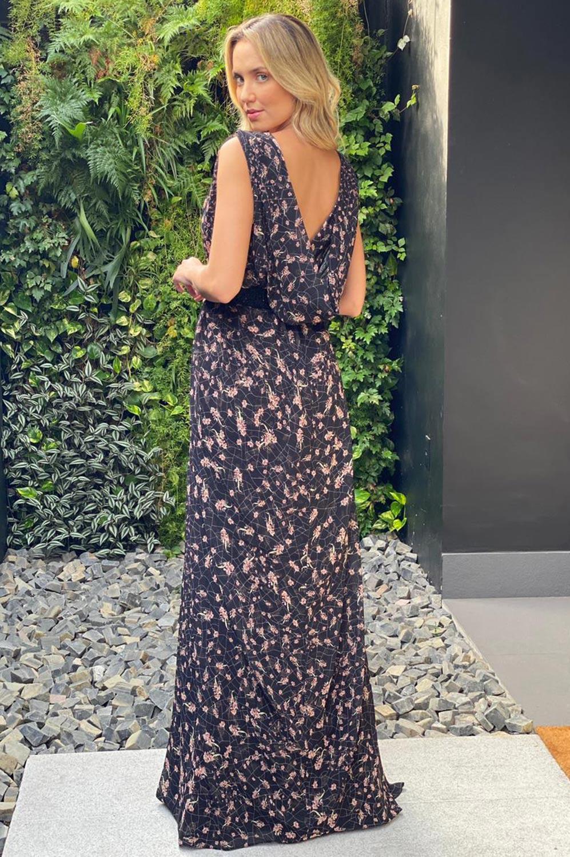 Vestido longo estampado com capa