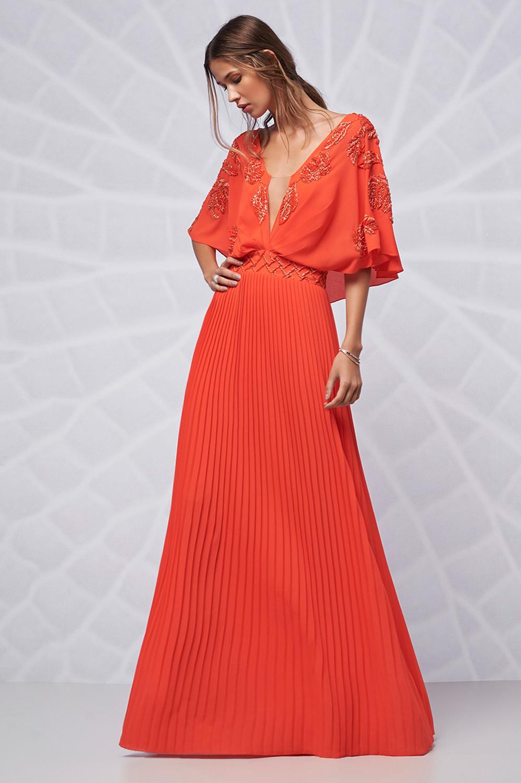 Vestido plissado capa bordada