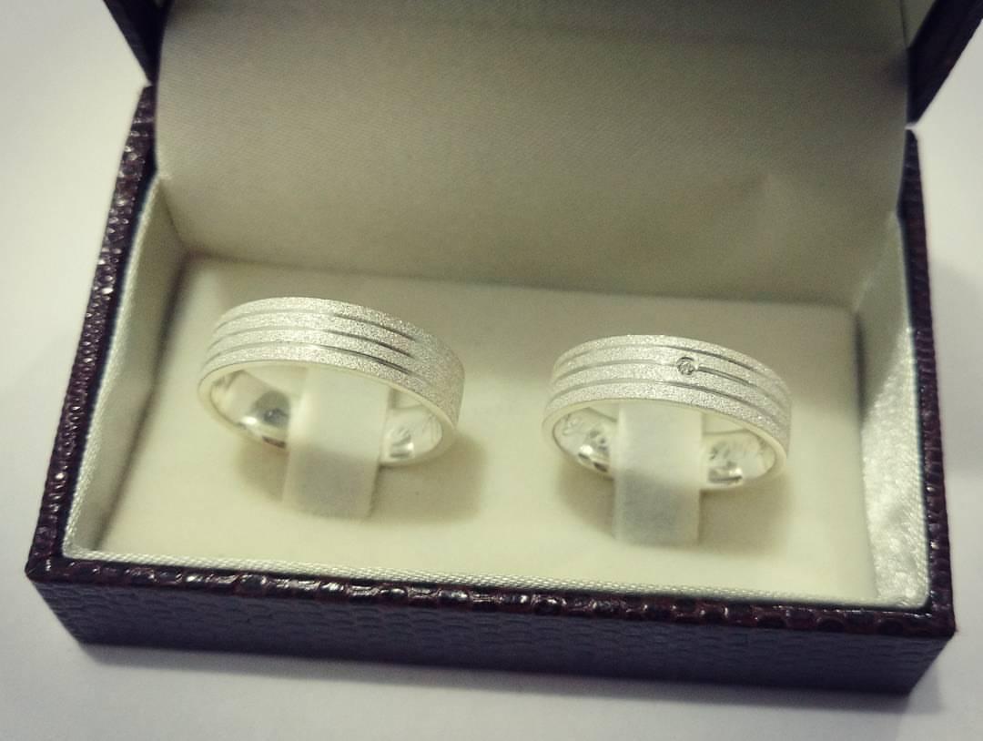 Aliança de Namoro Prata 925 Diamantada 5mm 10g MJP28