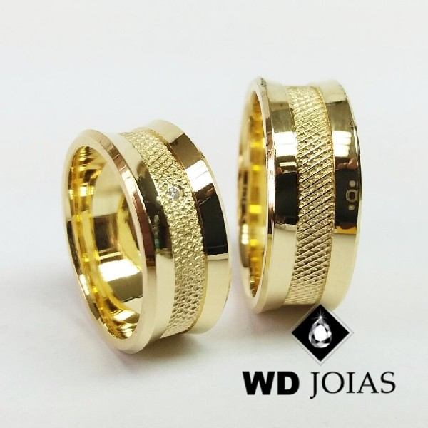 Alianças de Casamento Ouro Polidas e Bordado 25g WD8810