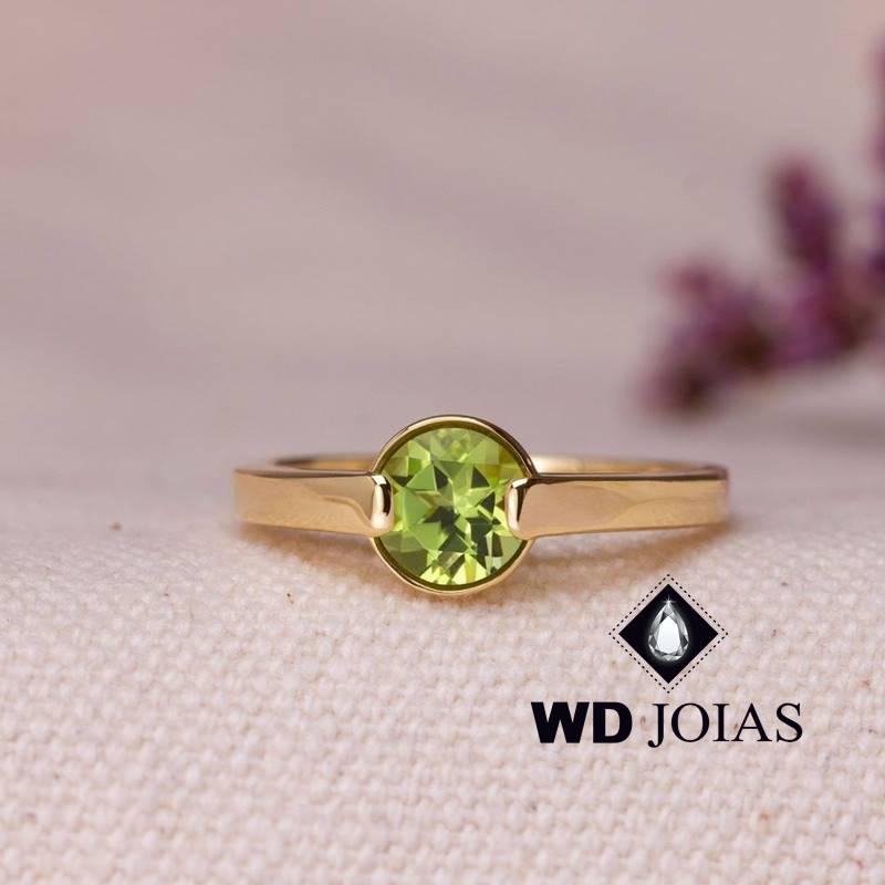 Anel de Ouro Feminino Com a Pedra Peridoto 2,5g MJA124