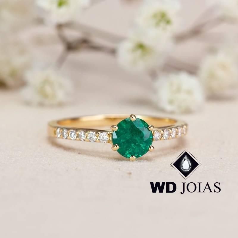 Anel de Ouro Feminino Com Esmeralda e Brilhante 3g MJA129