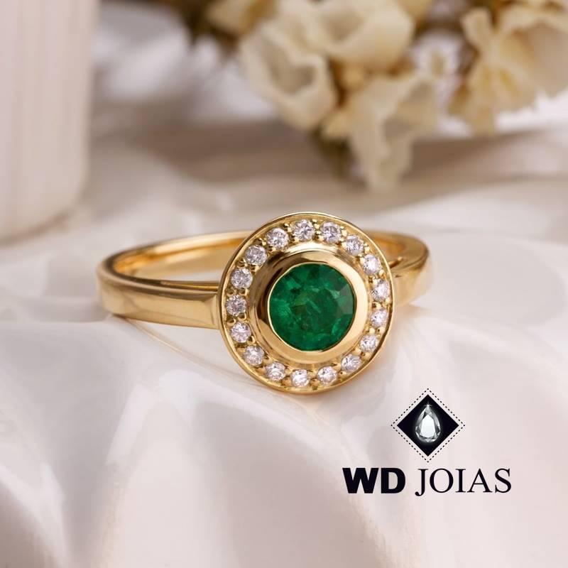 Anel de Ouro Feminino Com Esmeralda e Brilhantes 4g MJA123