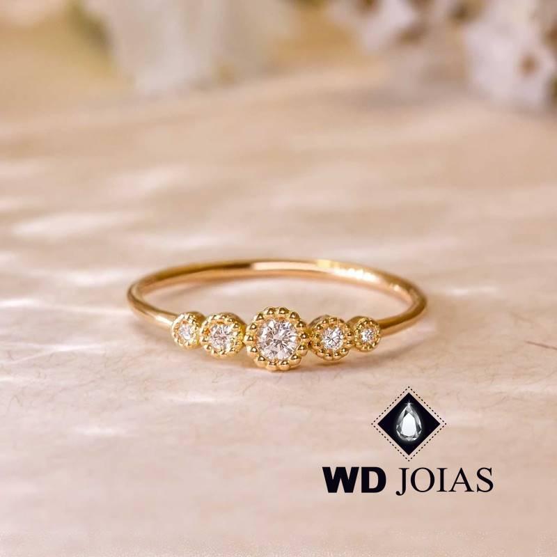 Anel de Ouro Feminino Com Pedras de Brilhantes 2g MJA128