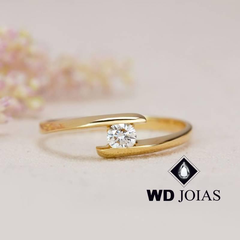 Anel de Ouro Feminino Polida Com Brilhante 2,5g MJA126