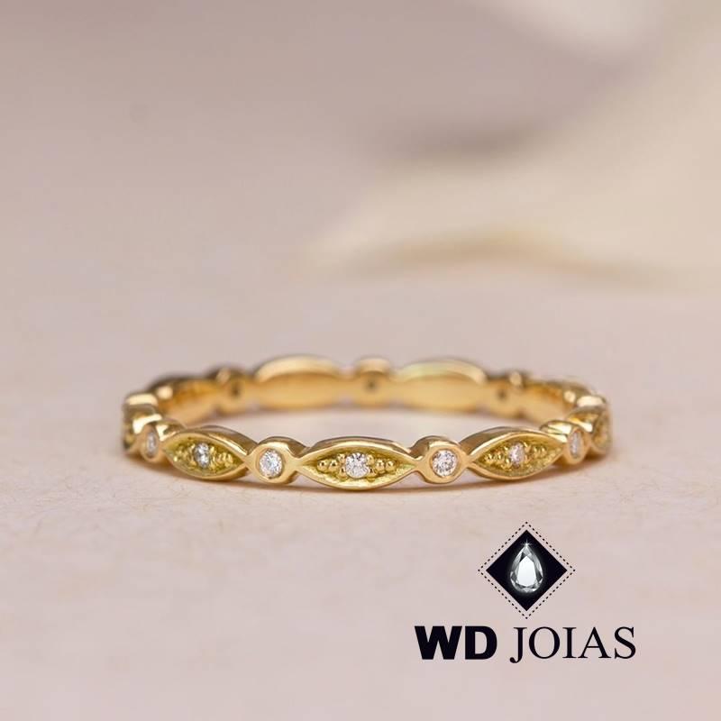 Anel de Ouro Feminino Trabalhado Com Brilhantes 3g MJA133