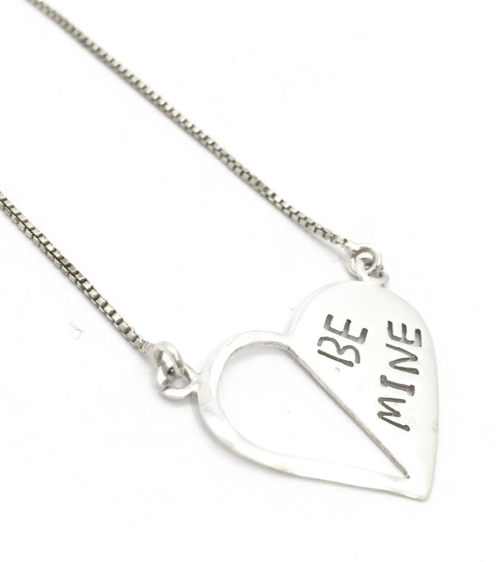 Colar de Prata Com Pingente Coração Escrito Be Mine MJCP13