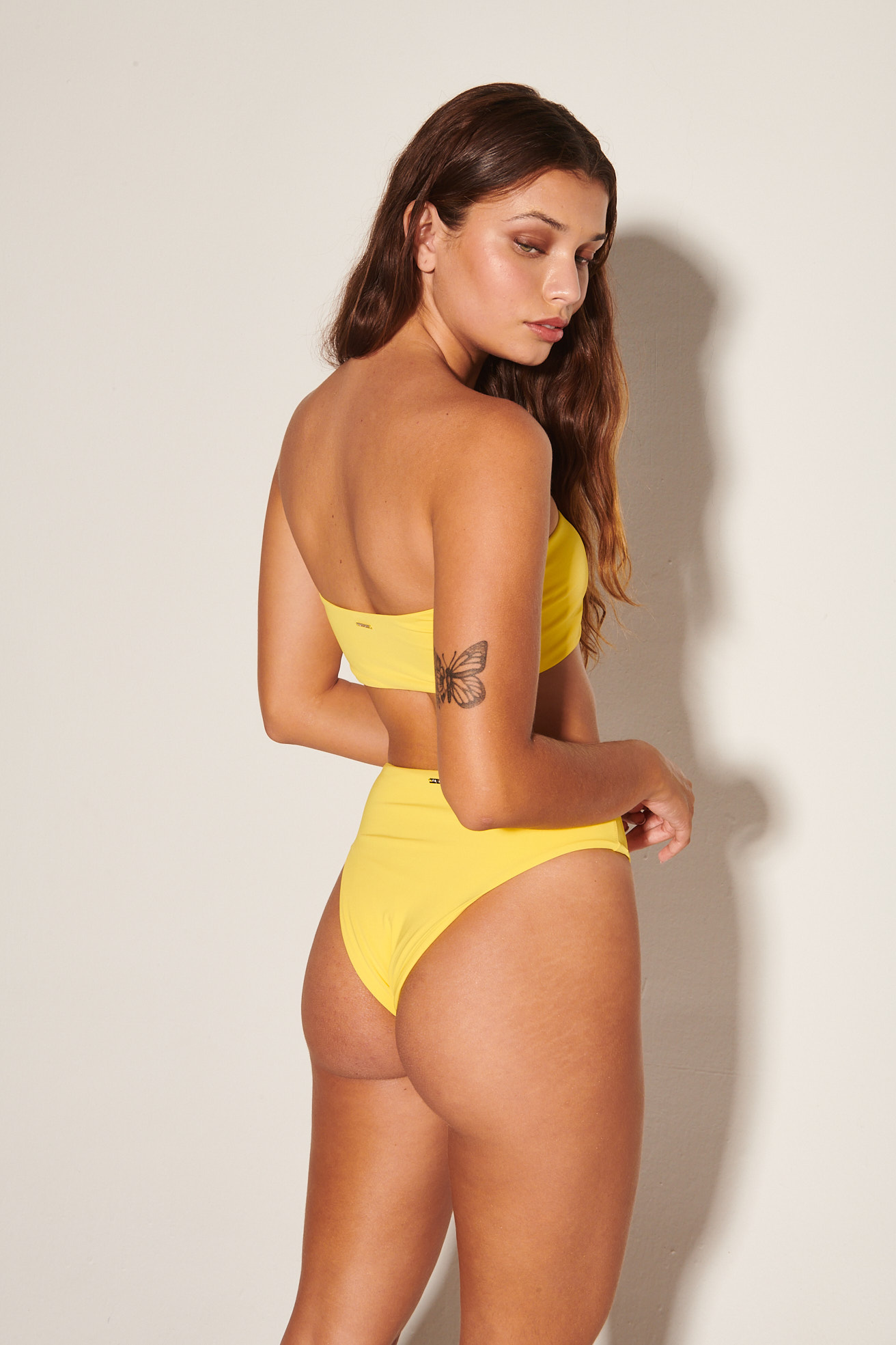 Top Tqc Reto com Calça Hot Pants Amarelo