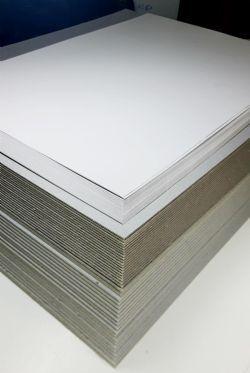 40 placas de 50x40cm Papelão Cinza (20 1,9mm e 20 2,8mm)+40 48x33cm Papel Duplex 2,8mm) +40