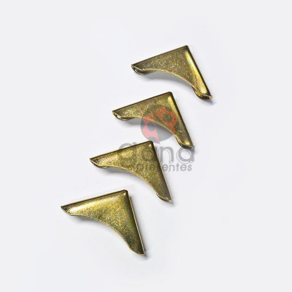 Metais - Cantoneira para capa fechada curva Dourado 1,5cm