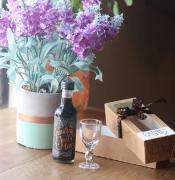 Mini Licor de Cascara com Cachaça e pequena taça artesanal - 50ml