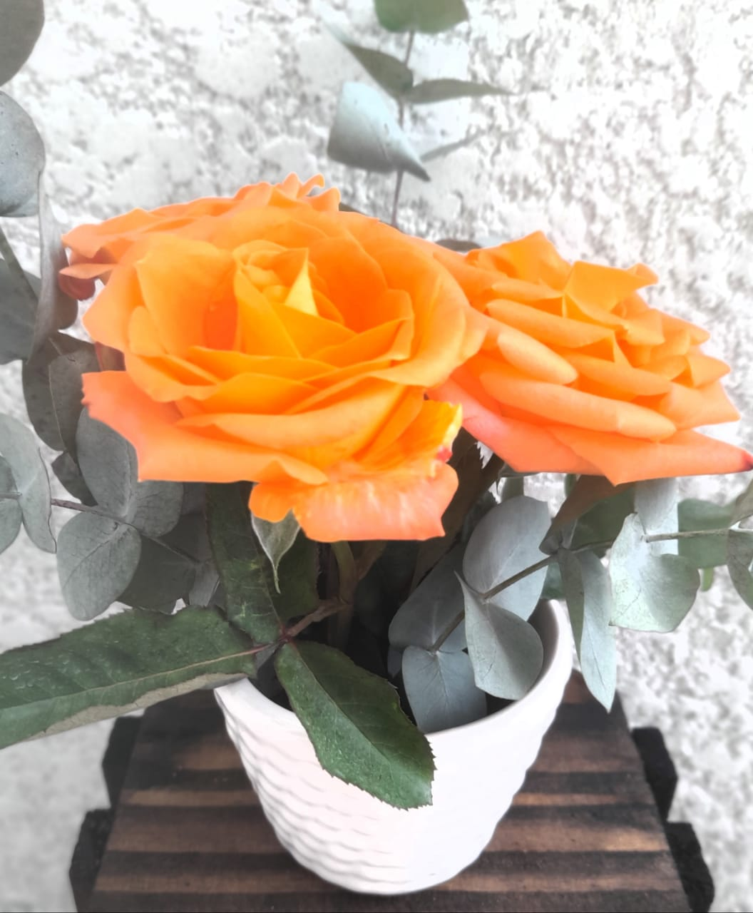 Embalagem Cesta palha com detalhes laranja