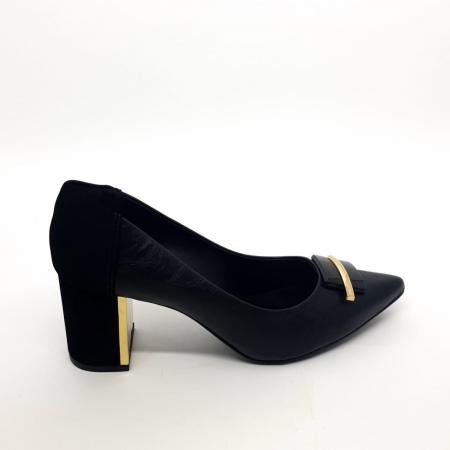 Sapato preto com fivela salto bloco