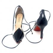 Sapato scarpin com detalhe em vinil