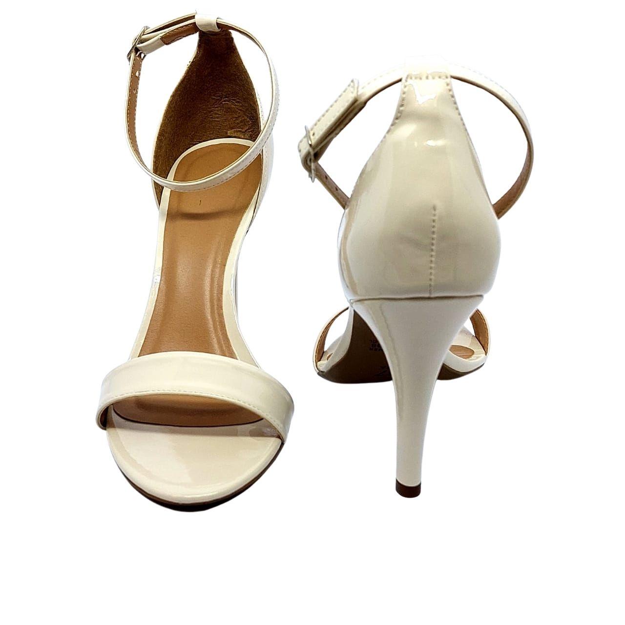 Sandália em verniz off White