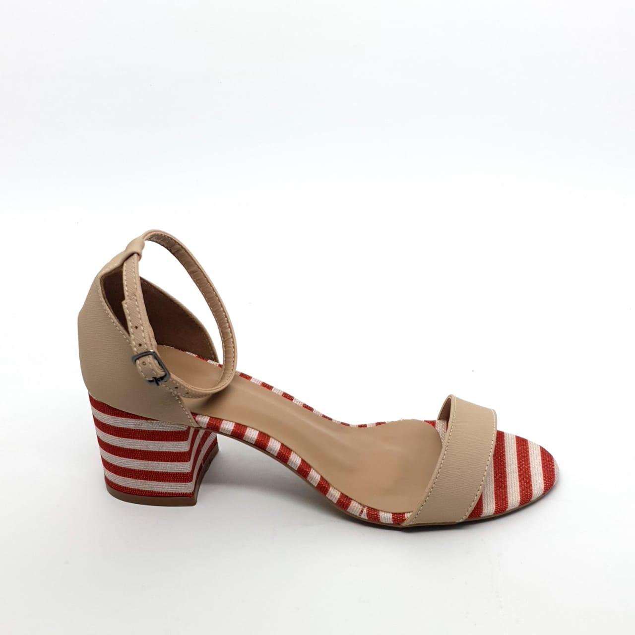 Sandalia Nude com listras vermelha