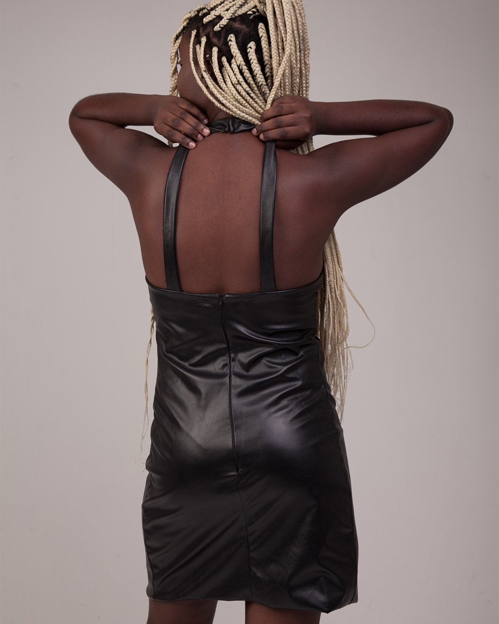 Vestido Gola Alta Vinil Fosco Preto