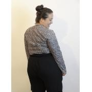 Blusa Básica Malha Canelada com Estampa Animal Print Decote V Plus Size