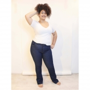Calça Flare Dark Jeans Ultra Power com Barra a Fio Plus Size