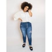 Calça Mom Jeans Plus Size Destroyed com Botões