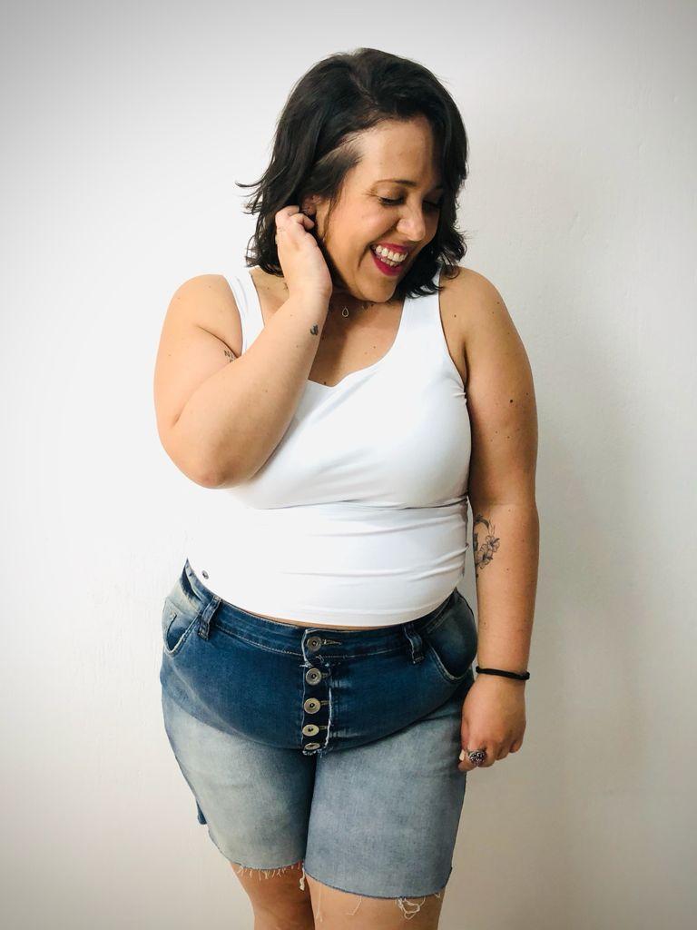 Short Jeans Com Botões E Barra A Fio Plus Size