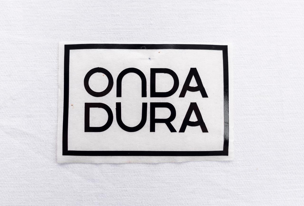 Adesivo pequeno preto Onda Dura