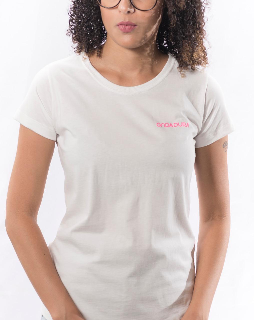 Babylook branca com logo Onda Dura rosa neon no peito