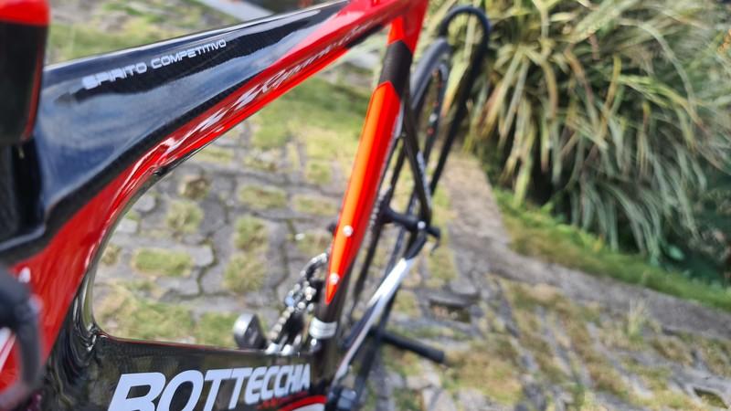 BICICLETA TRI BOTTECCHIA CRONO H55-C57 / GRUPO ULTEGRA 22V / VERM/PTO