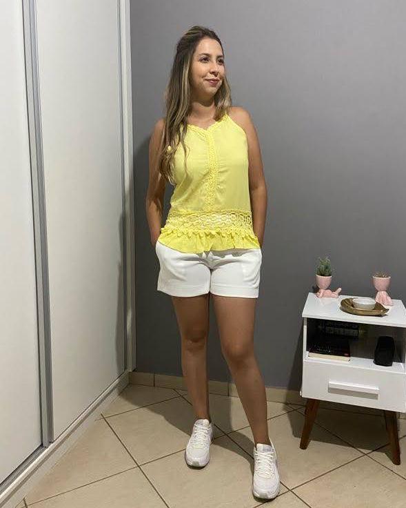 blusa com renda amarela