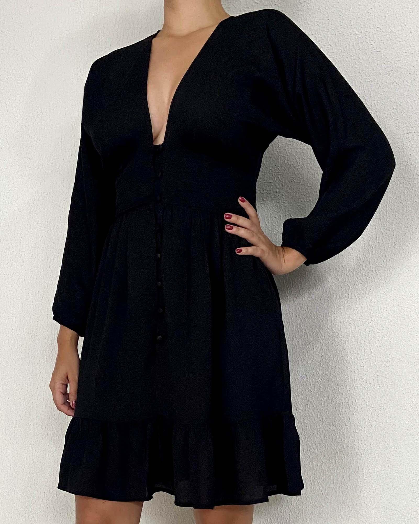 Vestido preto com botões