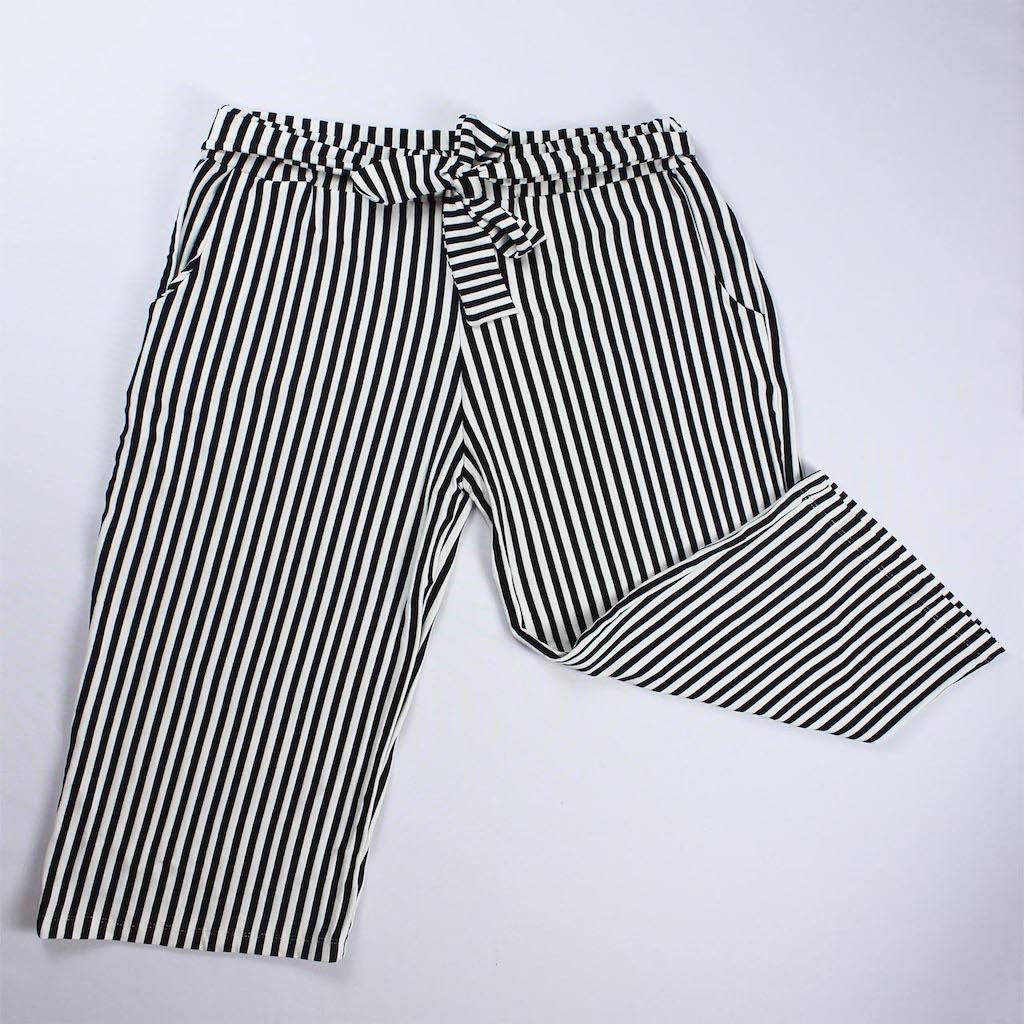 Calça Pantacourt Viscolycra Feminina - Listado Branco e Preto