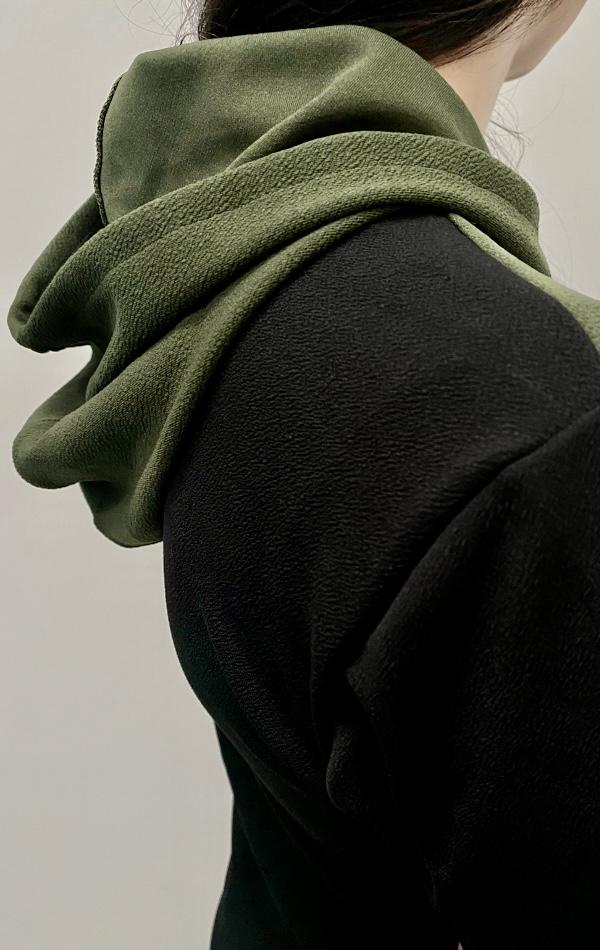 Conjunto Com Zíper e Capuz e Detalhe Verde Oliva Feminino - Tamanho M