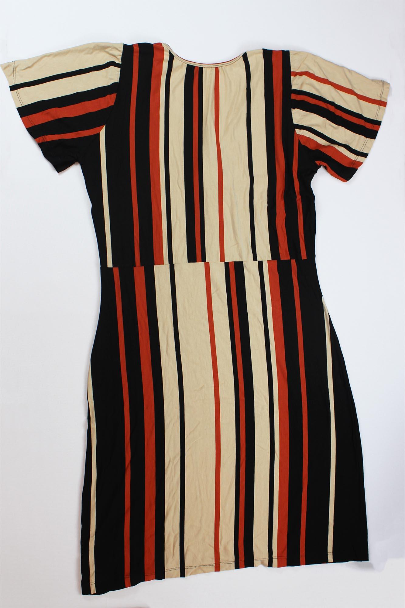 Vestido Curto Listrado Laço Decote Feminino - Preto e Terracota