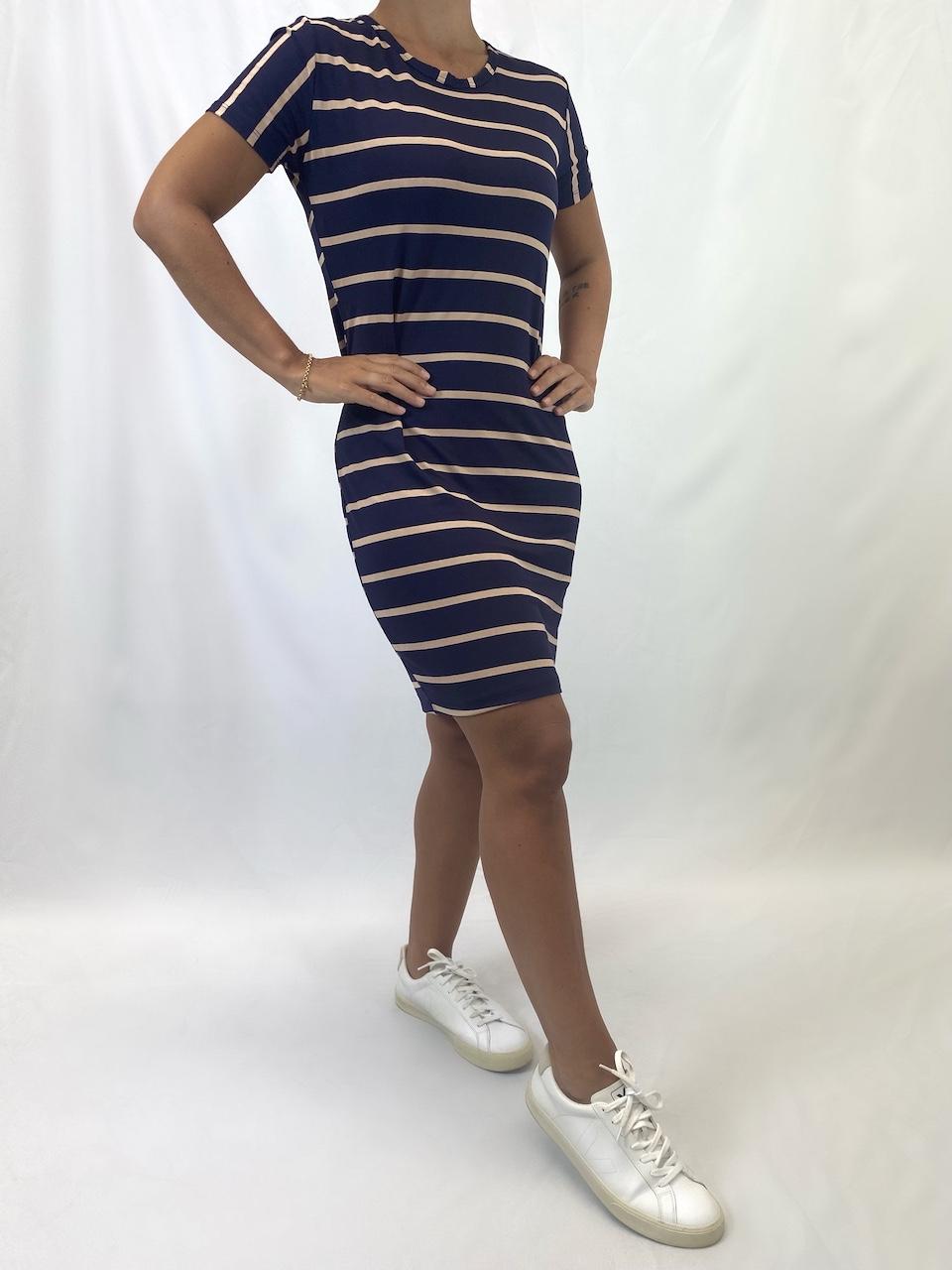 Vestido Tubinho Listrado Feminino - Azul Marinho e Dourado Listra Grossa
