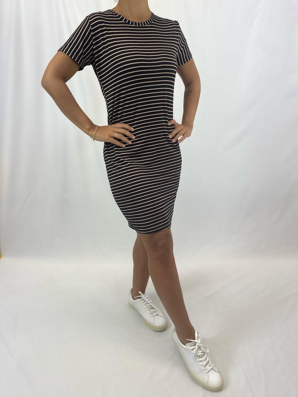 Vestido Tubinho Listrado Feminino - Preto e Dourado Listra Fina