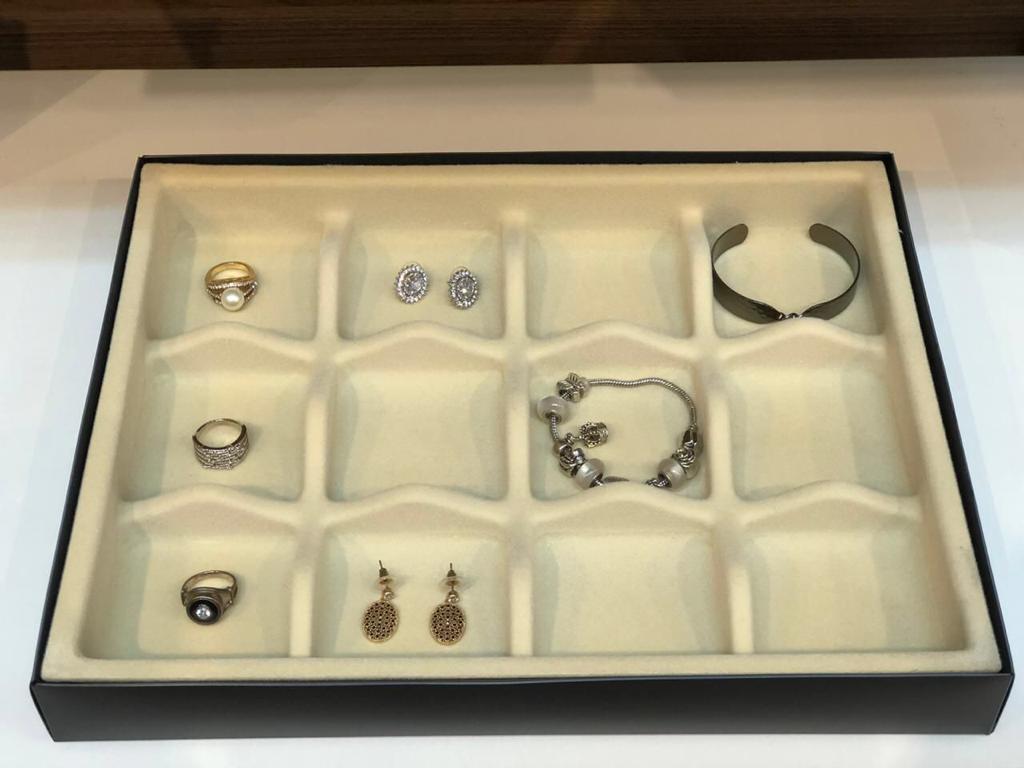 Organizador de joias e acessórios bandeja veludo com 12 divisórias